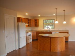 Photo 6: 203 1695 Comox Ave in COMOX: CV Comox (Town of) Condo for sale (Comox Valley)  : MLS®# 836667