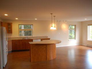 Photo 5: 203 1695 Comox Ave in COMOX: CV Comox (Town of) Condo for sale (Comox Valley)  : MLS®# 836667