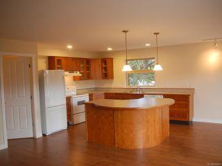 Photo 4: 203 1695 Comox Ave in COMOX: CV Comox (Town of) Condo for sale (Comox Valley)  : MLS®# 836667