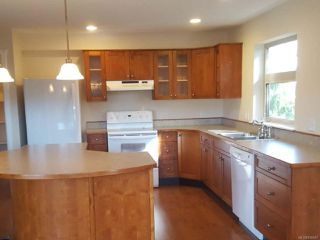 Photo 7: 203 1695 Comox Ave in COMOX: CV Comox (Town of) Condo for sale (Comox Valley)  : MLS®# 836667