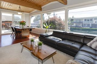 Photo 2: 1052 HABGOOD Street: White Rock House for sale (South Surrey White Rock)  : MLS®# R2470077