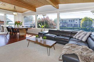 Photo 4: 1052 HABGOOD Street: White Rock House for sale (South Surrey White Rock)  : MLS®# R2470077