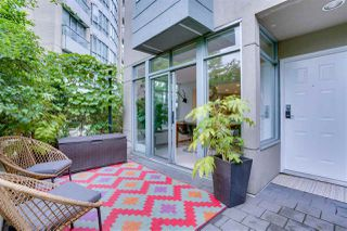"""Photo 4: TH17 63 KEEFER Place in Vancouver: Downtown VW Townhouse for sale in """"THE EUROPA"""" (Vancouver West)  : MLS®# R2470424"""