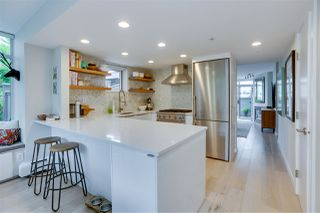 """Photo 7: TH17 63 KEEFER Place in Vancouver: Downtown VW Townhouse for sale in """"THE EUROPA"""" (Vancouver West)  : MLS®# R2470424"""