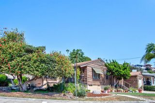 Photo 2: BAY PARK House for sale : 3 bedrooms : 1303 Dorcas St in San Diego