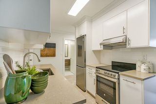 """Photo 5: 306 1121 HOWIE Avenue in Coquitlam: Central Coquitlam Condo for sale in """"THE WILLOWS"""" : MLS®# R2494892"""