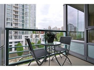 "Photo 9: 605 1067 MARINASIDE Crescent in Vancouver: Yaletown Condo for sale in ""QUAYWEST II"" (Vancouver West)  : MLS®# V955642"