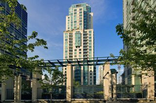 Main Photo: 1204 1238 Melville Street in Vancouver: Coal Harbour Condo for sale (Vancouver West)
