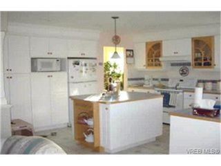 Photo 2:  in VICTORIA: SW Strawberry Vale House for sale (Saanich West)  : MLS®# 357960