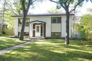 Photo 1: 681 Patricia Avenue in Winnipeg: Fort Richmond Single Family Detached for sale (South Winnipeg)  : MLS®# 1423786