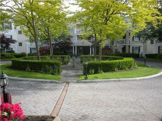 Photo 2: 304 16085 83 Avenue in Surrey: Fleetwood Tynehead Condo for sale : MLS®# F1429707