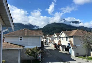 "Photo 1: 36 1821 WILLOW Crescent in Squamish: Garibaldi Estates Townhouse for sale in ""WILLOW VILLAGE"" : MLS®# R2408491"
