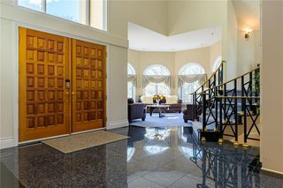 Photo 2: 1 Kerslake Drive in Winnipeg: Tuxedo Residential for sale (1E)  : MLS®# 1930747
