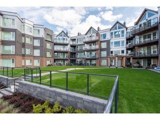 Photo 1: 105 378 ESPLANADE Avenue: Harrison Hot Springs Condo for sale : MLS®# R2441659