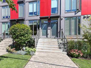 "Main Photo: 5 531 E 16TH Avenue in Vancouver: Mount Pleasant VE Townhouse for sale in ""HANNA"" (Vancouver East)  : MLS®# R2484294"