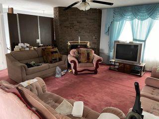 Photo 3: 108 Whiteglen Crescent NE in Calgary: Whitehorn Detached for sale : MLS®# A1056329
