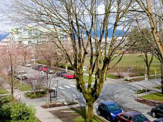 "Photo 2: 310 2028 W 11TH Avenue in Vancouver: Kitsilano Condo for sale in ""THE MAPLES"" (Vancouver West)  : MLS®# V933934"