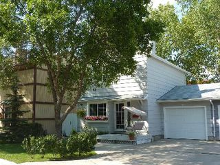 Photo 1: 98 GREENSBORO SQ in Winnipeg: Residential for sale (Canada)  : MLS®# 1103107