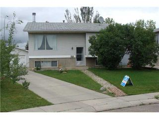 Photo 1: 60 ABBERCOVE Way SE in CALGARY: Abbeydale Residential Detached Single Family for sale (Calgary)  : MLS®# C3532149