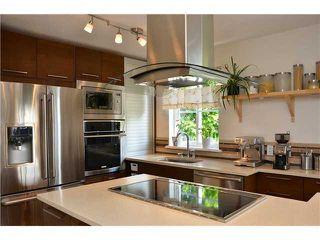 Photo 9: # 401 245 ST DAVIDS AV in North Vancouver: Lower Lonsdale Condo for sale : MLS®# V995637