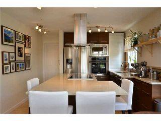 Photo 1: # 401 245 ST DAVIDS AV in North Vancouver: Lower Lonsdale Condo for sale : MLS®# V995637