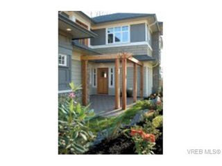 Photo 2: 571 Caselton Pl in VICTORIA: SW Royal Oak Row/Townhouse for sale (Saanich West)  : MLS®# 336819