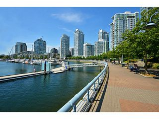Photo 2: # 3708 1033 MARINASIDE CR in Vancouver: Yaletown Condo for sale (Vancouver West)  : MLS®# V1116535