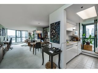 Photo 3: Vancouver West in Yaletown: Condo for sale : MLS®# R2073566