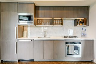 Photo 4: 68 Smithe in : Yaletown Condo for lease (Vancouver)