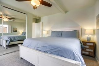 Photo 11: PACIFIC BEACH House for sale : 3 bedrooms : 1050 Chalcedony St in San Diego