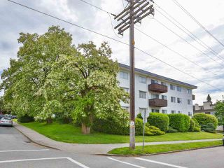 "Photo 2: 103 910 FIFTH Avenue in New Westminster: Uptown NW Condo for sale in ""Grosvenor Court/ Aldercrest Developments Inc."" : MLS®# R2459937"