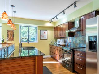 Photo 3: 1092 Vic Pl in : CS Brentwood Bay House for sale (Central Saanich)  : MLS®# 858387