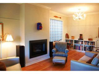 """Photo 2: 592 W 18TH Avenue in Vancouver: Cambie House for sale in """"DOUGLAS PARK"""" (Vancouver West)  : MLS®# V970120"""