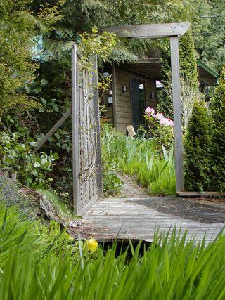 Photo 6: 2408 SUNSHINE COAST Highway: Roberts Creek House for sale (Sunshine Coast)  : MLS®# V993754