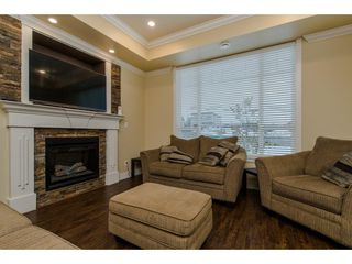 Photo 2: 27943 FRASER HIGHWAY in Abbotsford: Aberdeen House for sale : MLS®# R2136976