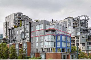 "Photo 2: 505 1425 W 6TH Avenue in Vancouver: False Creek Condo for sale in ""Modena Of Portico"" (Vancouver West)  : MLS®# R2403770"