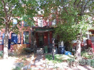 Photo 3: 52 Wales Avenue in Toronto: Kensington-Chinatown House (2 1/2 Storey) for sale (Toronto C01)  : MLS®# C4942139