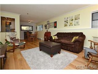 Photo 3: 104 439 Cook St in VICTORIA: Vi Fairfield West Condo for sale (Victoria)  : MLS®# 596917