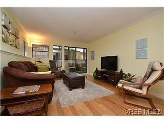 Photo 10: 104 439 Cook St in VICTORIA: Vi Fairfield West Condo for sale (Victoria)  : MLS®# 596917