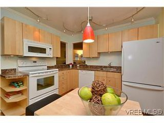 Photo 6: 104 439 Cook St in VICTORIA: Vi Fairfield West Condo for sale (Victoria)  : MLS®# 596917