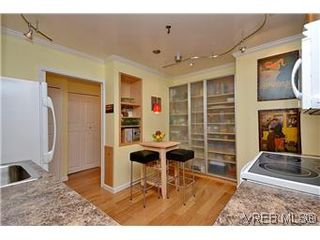 Photo 5: 104 439 Cook St in VICTORIA: Vi Fairfield West Condo for sale (Victoria)  : MLS®# 596917