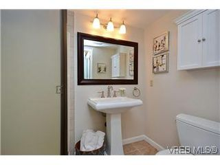 Photo 7: 104 439 Cook St in VICTORIA: Vi Fairfield West Condo for sale (Victoria)  : MLS®# 596917