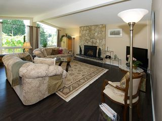 """Photo 2: 1026 PACIFIC Place in Tsawwassen: English Bluff House for sale in """"THE VILLAGE"""" : MLS®# V1075531"""