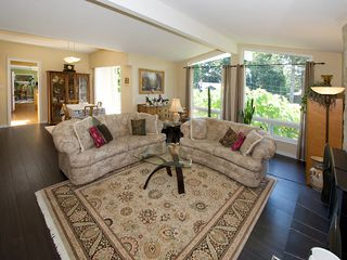 """Photo 3: 1026 PACIFIC Place in Tsawwassen: English Bluff House for sale in """"THE VILLAGE"""" : MLS®# V1075531"""