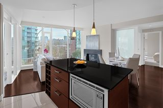 "Photo 8: 603 1925 ALBERNI Street in Vancouver: West End VW Condo for sale in ""Laguna Parkside"" (Vancouver West)  : MLS®# R2429740"