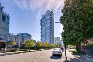 "Photo 19: 603 1925 ALBERNI Street in Vancouver: West End VW Condo for sale in ""Laguna Parkside"" (Vancouver West)  : MLS®# R2429740"