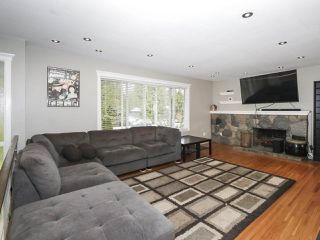 Photo 3: 1304 FOSTER Avenue in Coquitlam: Central Coquitlam House for sale : MLS®# R2433581