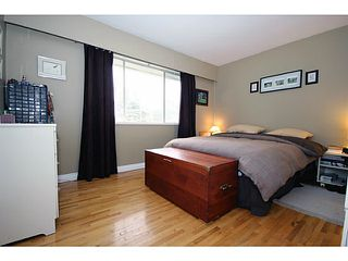 "Photo 6: 5125 MASSEY Place in Ladner: Ladner Elementary House for sale in ""LADNER ELEMENTARY"" : MLS®# V995377"