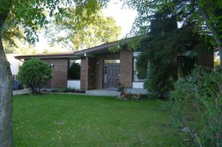 Photo 1: 38 Whitehaven Road in Winnipeg: Fort Richmond Single Family Detached for sale (South Winnipeg)  : MLS®# 1423901
