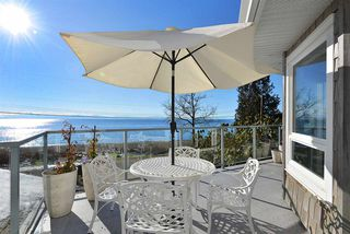 Photo 1: 1774 OCEAN BEACH ESPLANADE in Gibsons: Gibsons & Area House for sale (Sunshine Coast)  : MLS®# R2261367